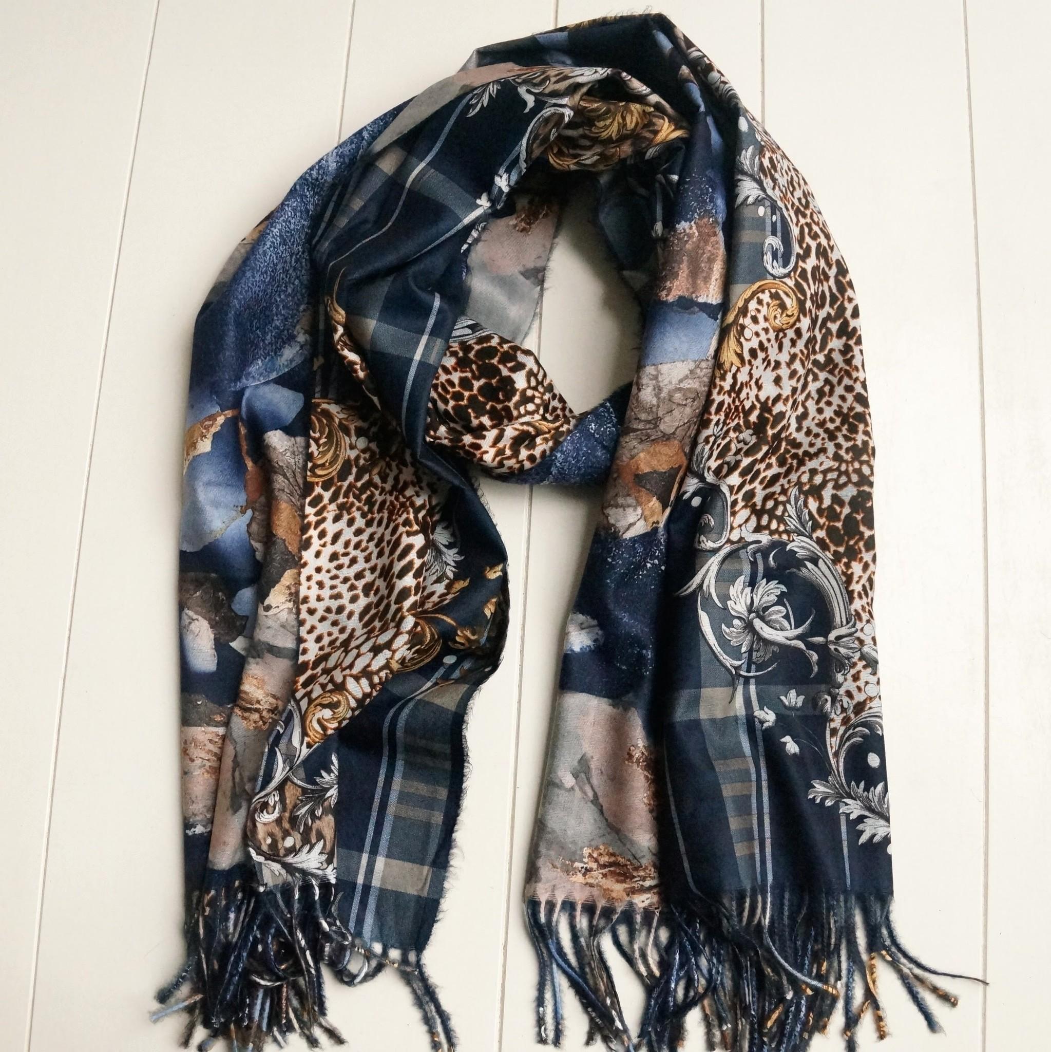 Donkerblauwe sjaal met print