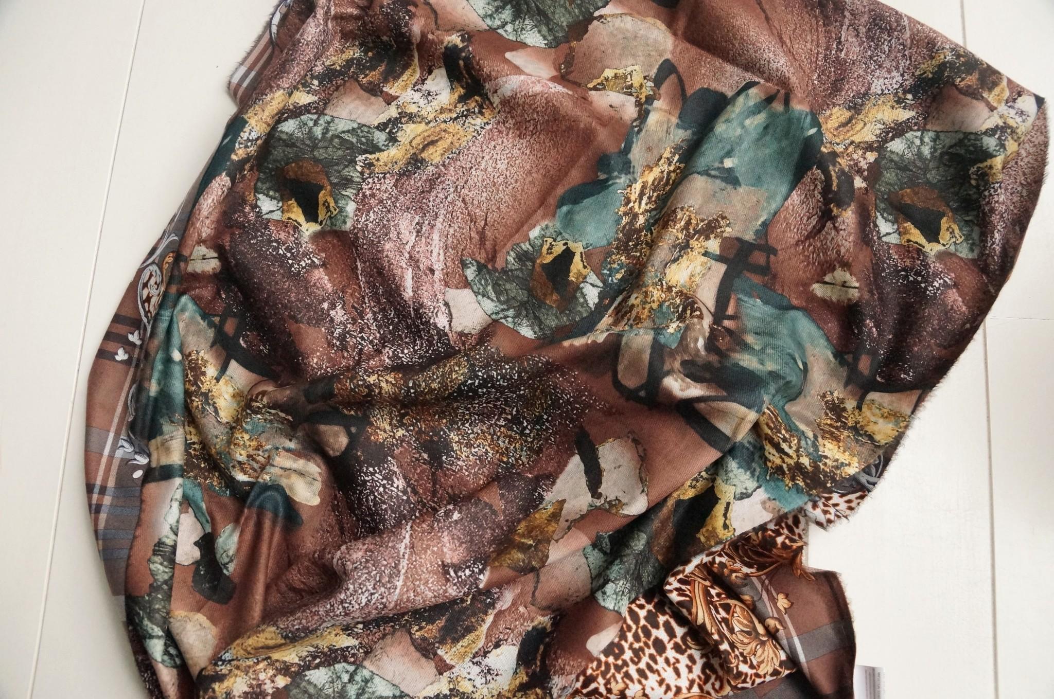 Bruine sjaal met print