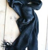 Zwarte gehaakte sjaal