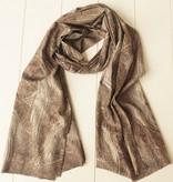 Bruine sjaal met paisleymotief