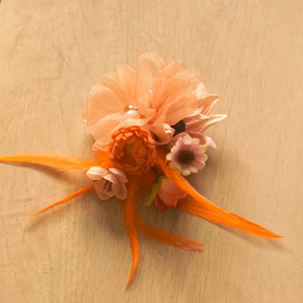 Luxe bloemcorsage oranje
