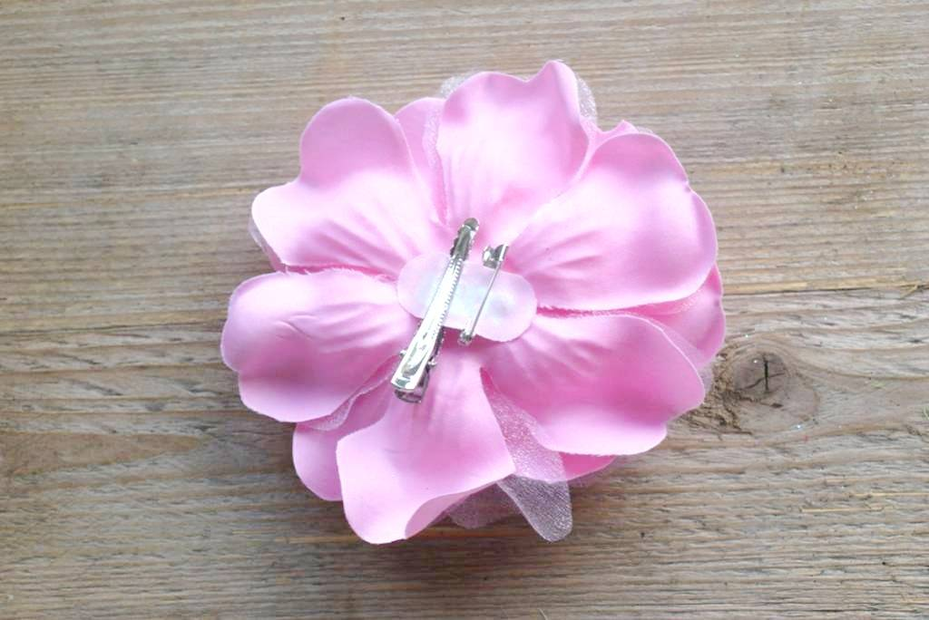 Licht rose bloem corsage