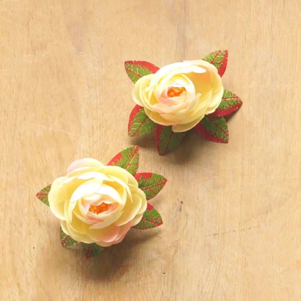 Crèmekleurige bloemetjes (2)