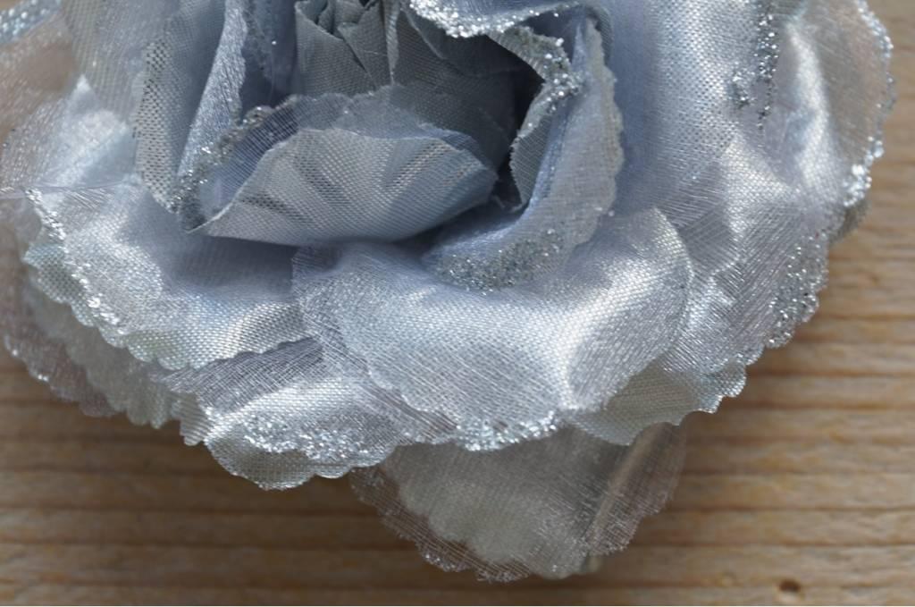 Zilverkleurige bloemcorsage