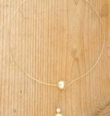 Fijne beugelketting (goud) met creme parel