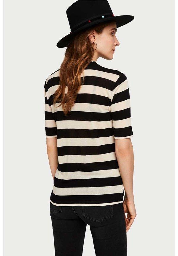 - Getailleerd gestreept t-shirt met hoge hals 150704