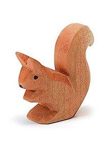 Ostheimer Eekhoorn zittend