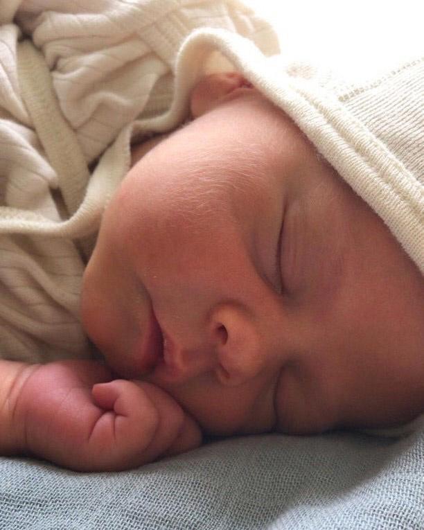 Baby strikmutsje van wol en zijde webshop Ziloen