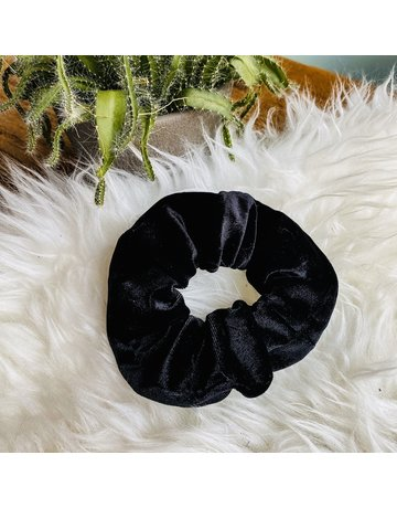 LOOK AT HER NOW - BLACK SCRUNCHIE