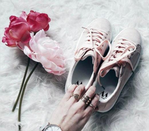 Nieuwe collectie schoenen en sneakers van topkwaliteit online.