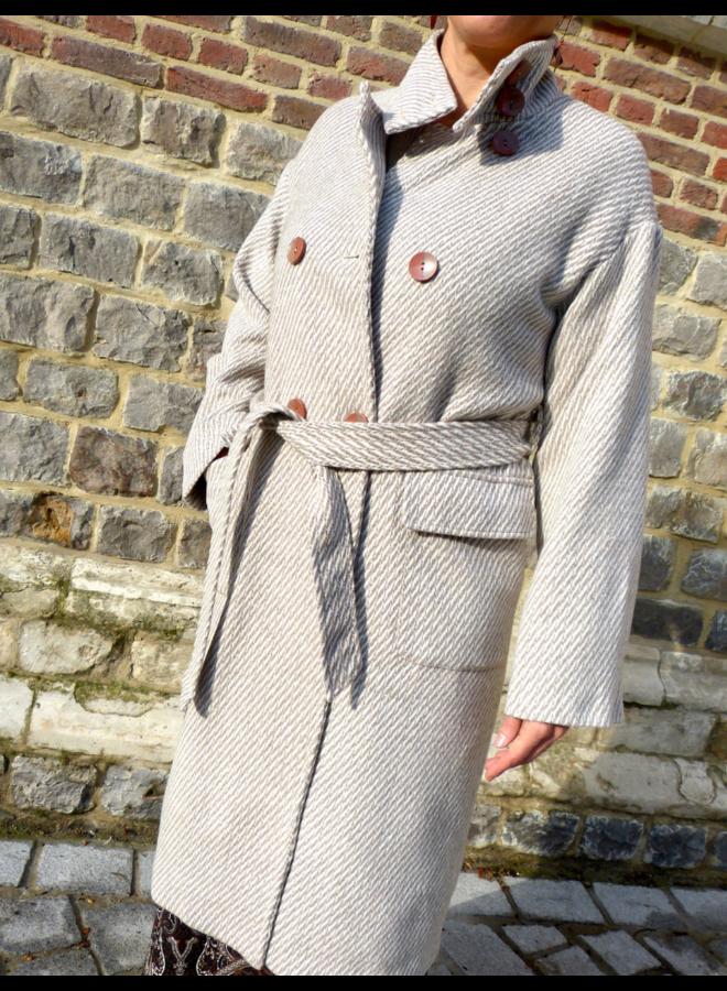 Lange winterjas met knopen