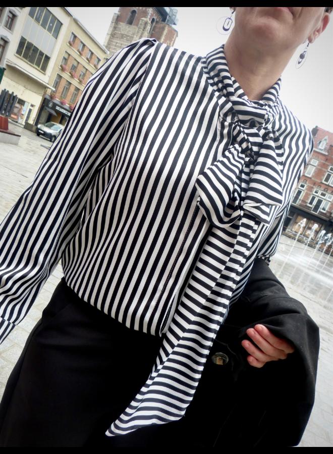 Chemise avec motif rayé + nœud