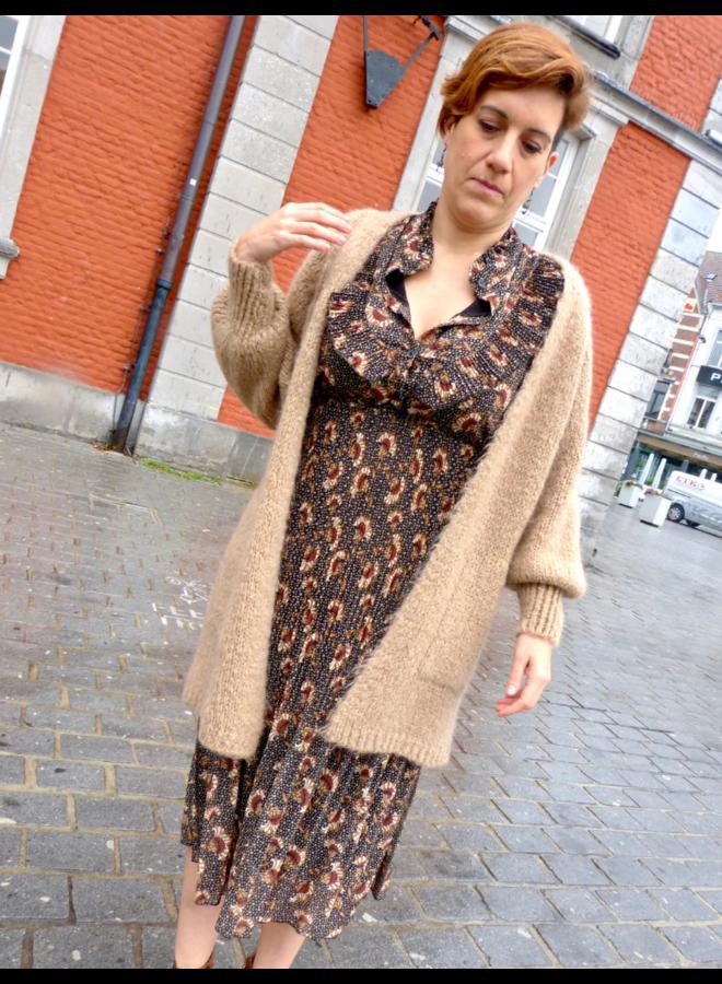 Robe d'automne avec un col fantaisie