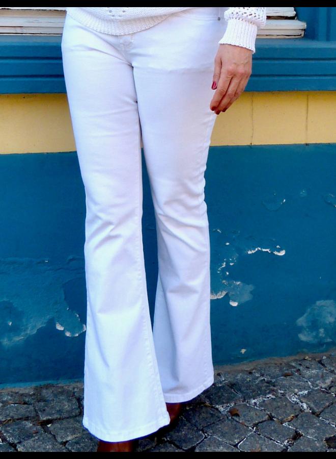 Witte jeans met olifantenpijpen