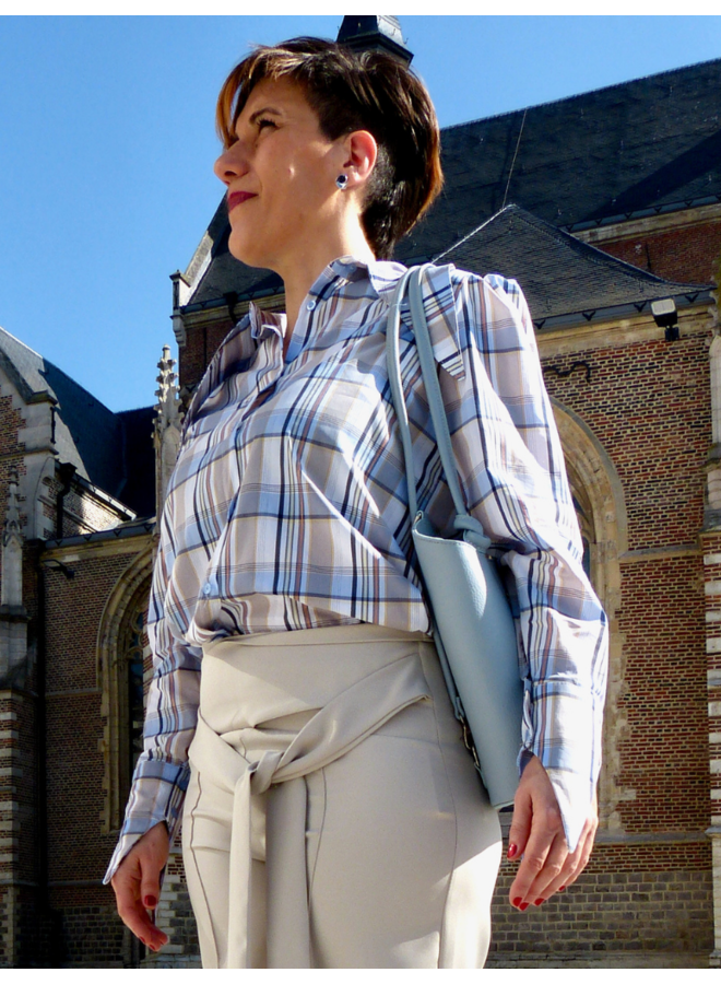 Chemise à carreaux à col roulé pointu