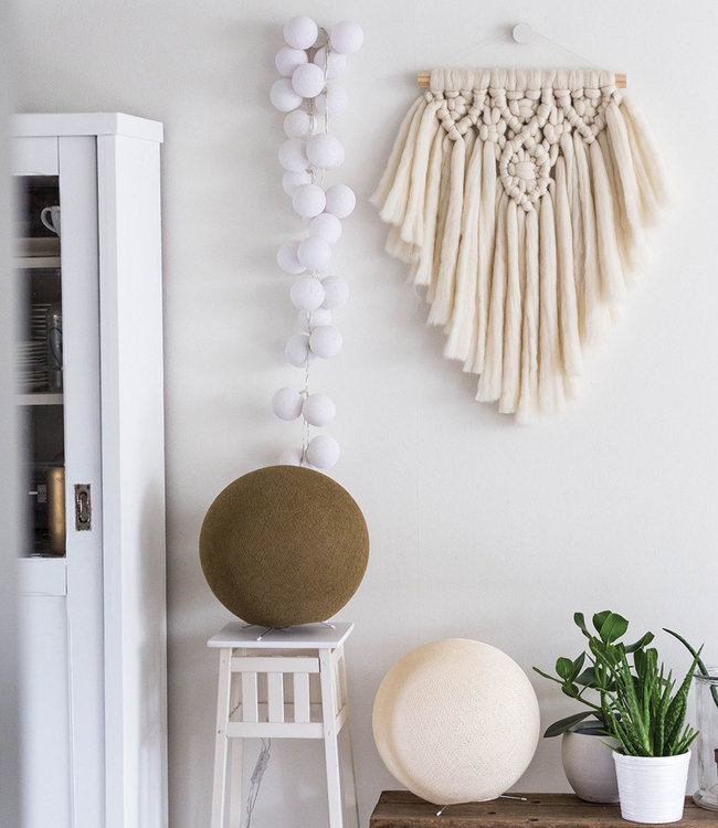 COTTON BALL LIGHTS Inspiration | Living Room | Shell Caffe Latte Standing Lamp Regular White String Light