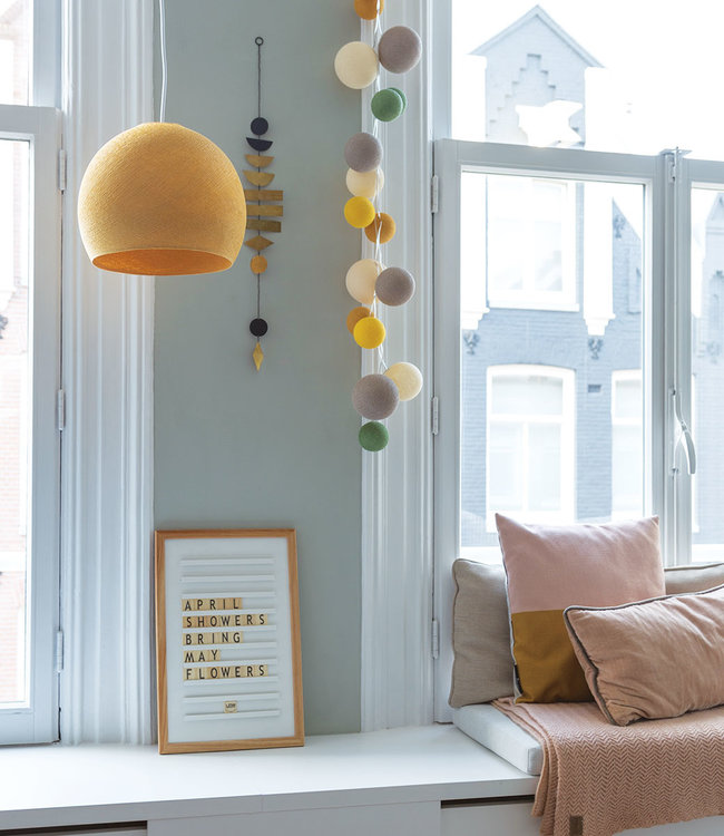 Inspiration | Living Room | Premium Summer Night White Old School Letterboard Mustard Driekwart Hanging Lamp