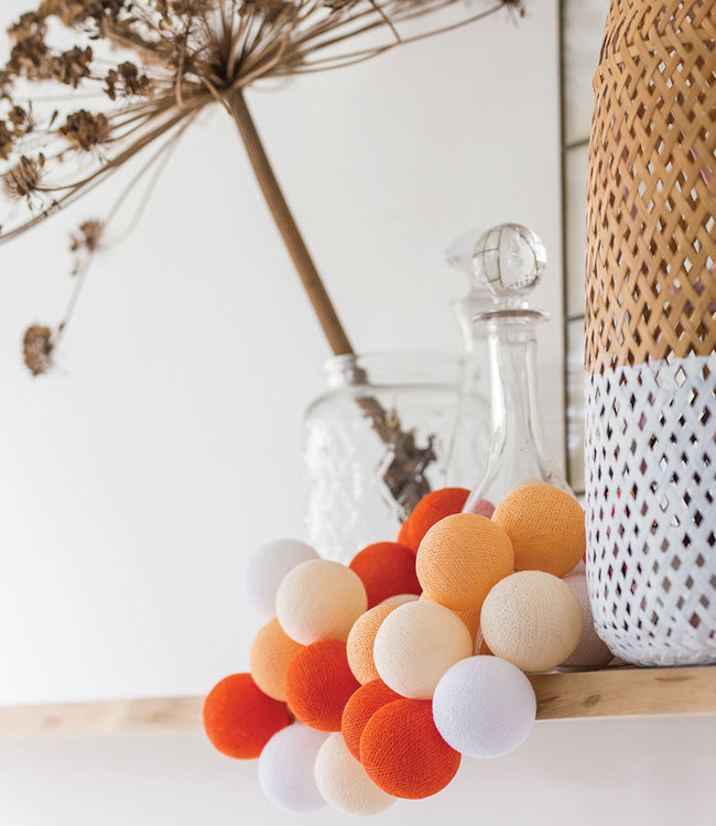 COTTON BALL LIGHTS Inspiratie | Woonkamer | Regular Orange Lichtslinger