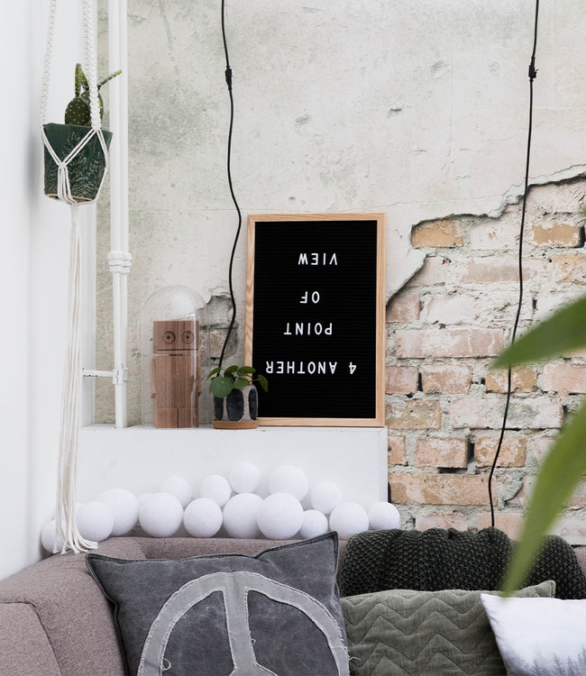 LEDR Inspiration   Living Room   Black Letterboard Premium Pure Whites String Light