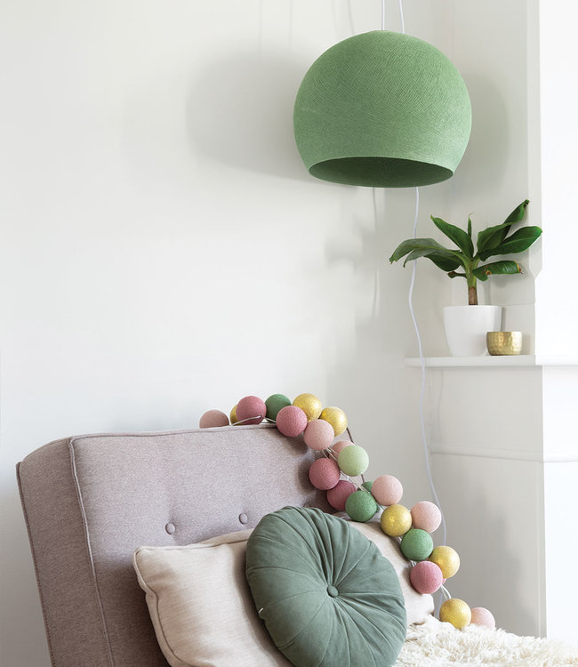 COTTON BALL LIGHTS Inspiratie | Woonkamer | Sage Green Driekwart Hanglamp Mix & Match Lichtslinger