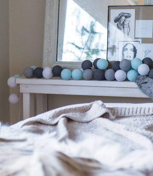 COTTON BALL LIGHTS Inspiratie | Slaapkamer | Regular Aqua Grey Lichtslinger