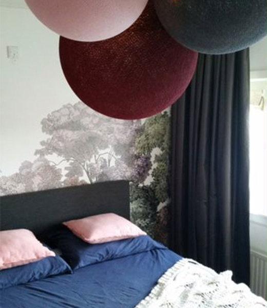 COTTON BALL LIGHTS Inspiration | Wohnzimmer | Dark Red Pale Pink Mid Grey Triple Lamp