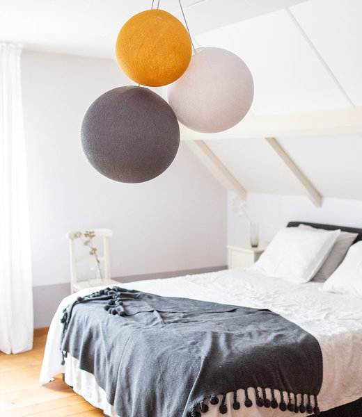 COTTON BALL LIGHTS Inspiratie | Slaapkamer | Triple White Mid Grey Mustard