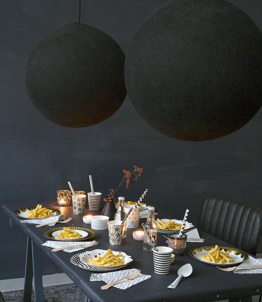 Inspiratie   Feest   Black Hang Lamp