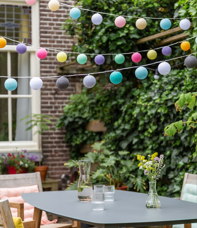 COTTON BALL LIGHTS Inspiratie | Tuin | Outdoor Cottonball Lichtslinger Arco Iris Pastel Turquesa