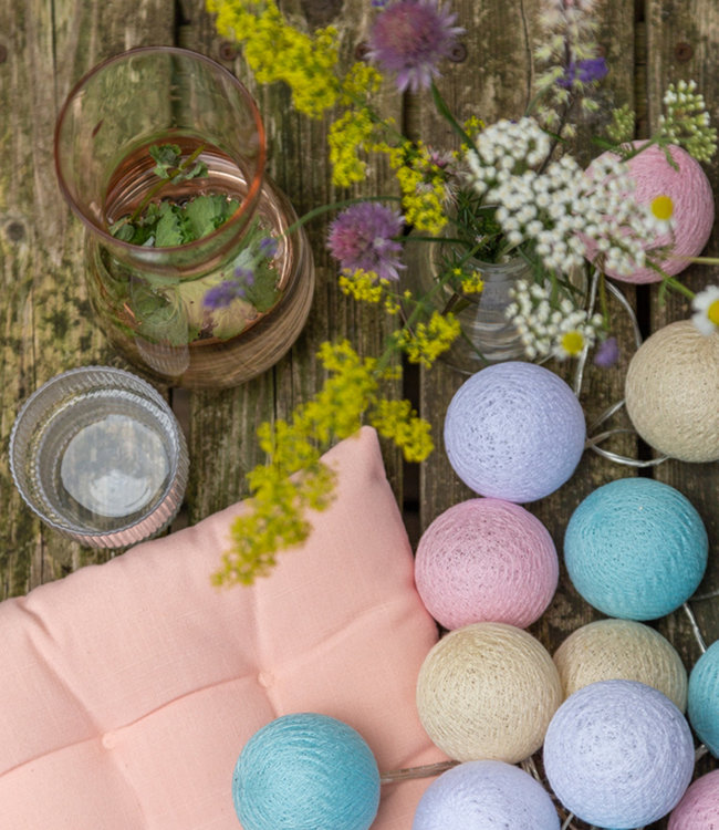 COTTON BALL LIGHTS Inspiratie | Tuin | Outdoor Cottonball Lichtslinger Pastel
