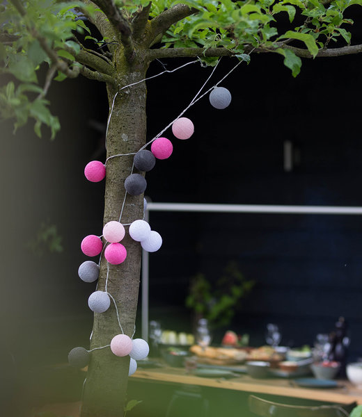 COTTON BALL LIGHTS Inspiration | Garten | Outdoor Cottonball String Light Rosa