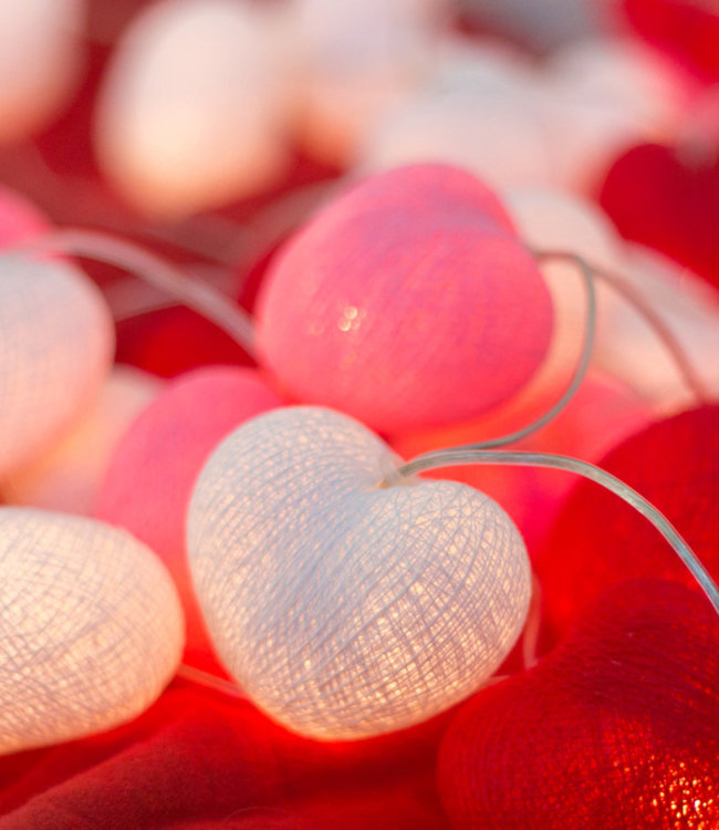COTTON BALL LIGHTS Inspiratie | Feest | Hearts Lichtslinger Valentijn 2