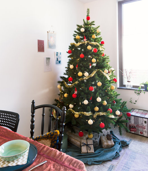 COTTON BALL LIGHTS Inspiratie | Kerst | Red Christmas Cotton Ball