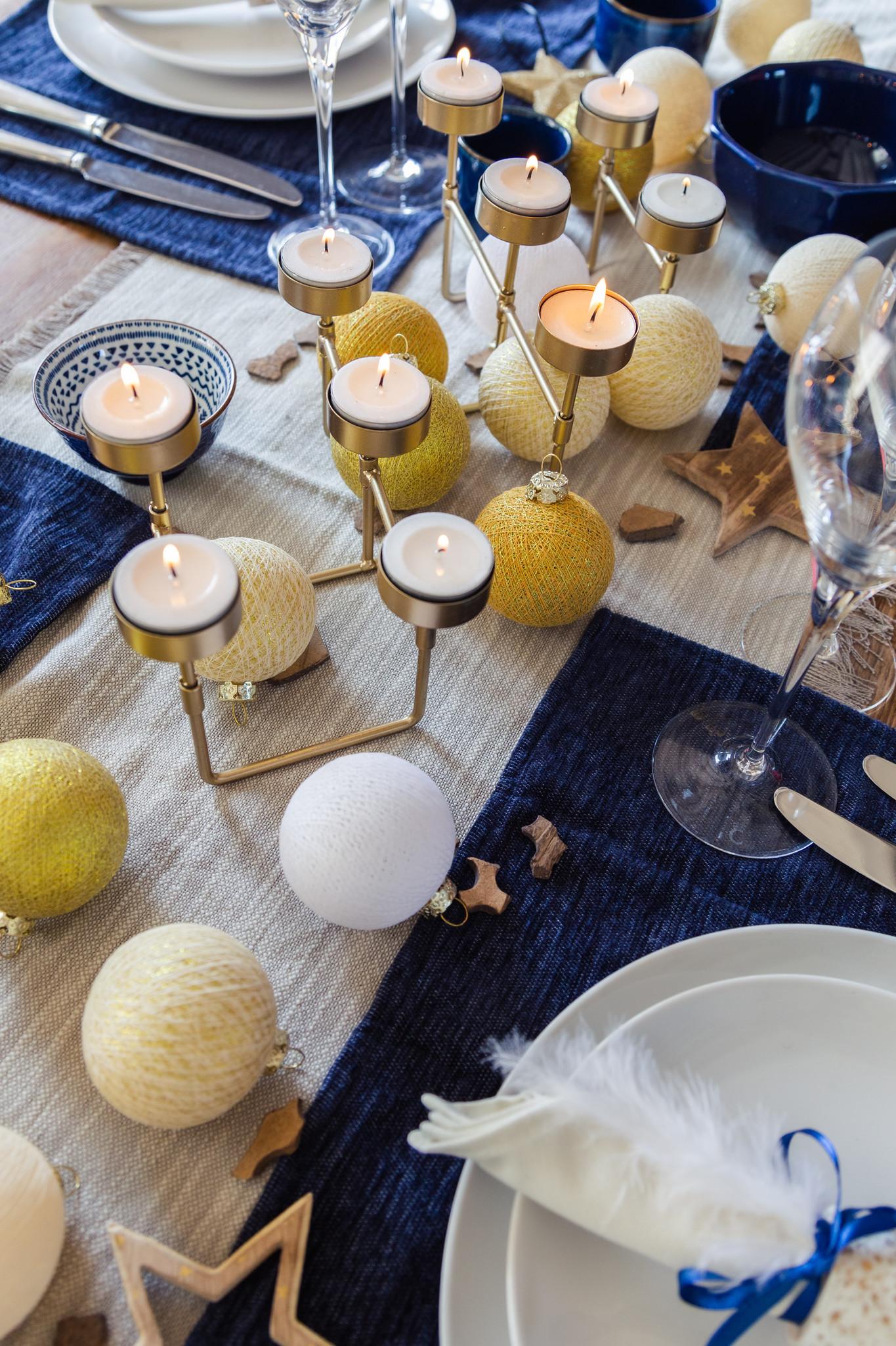 Wie man während der Feiertage einen gemütlichen Tisch decken kann.