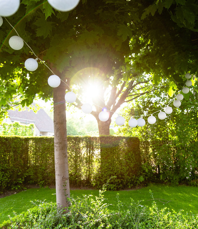 COTTON BALL LIGHTS Outdoor Lichterkette - Blanco