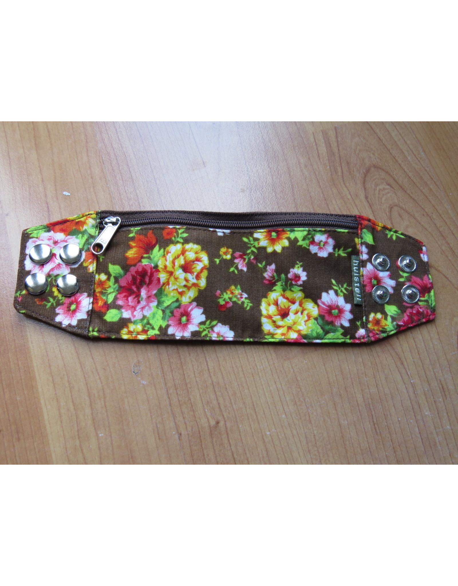 Huisteil Wristband - brown flowers