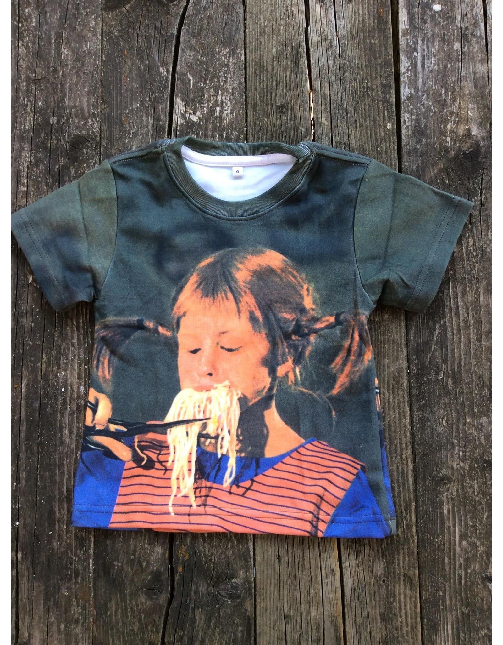 Pippi Langkous Children's tshirt - Pippi eats spaghetti