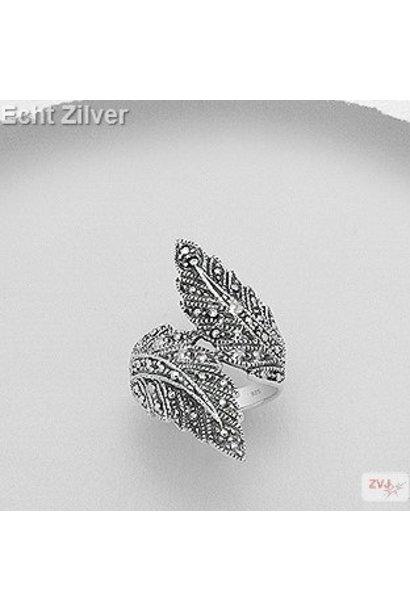 Zilveren grote design marcasiet  blad ring