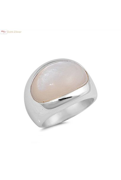 Zilveren ring met ovale parelmoer mother of pearl steen