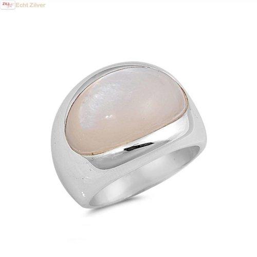 ZilverVoorJou Zilveren ring met ovale parelmoer mother of pearl steen