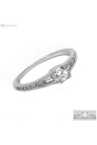 Zilveren smalle sierlijke ring met witte zirkoon