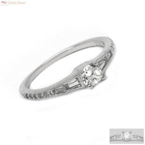 ZilverVoorJou Zilveren smalle sierlijke ring met witte zirkoon
