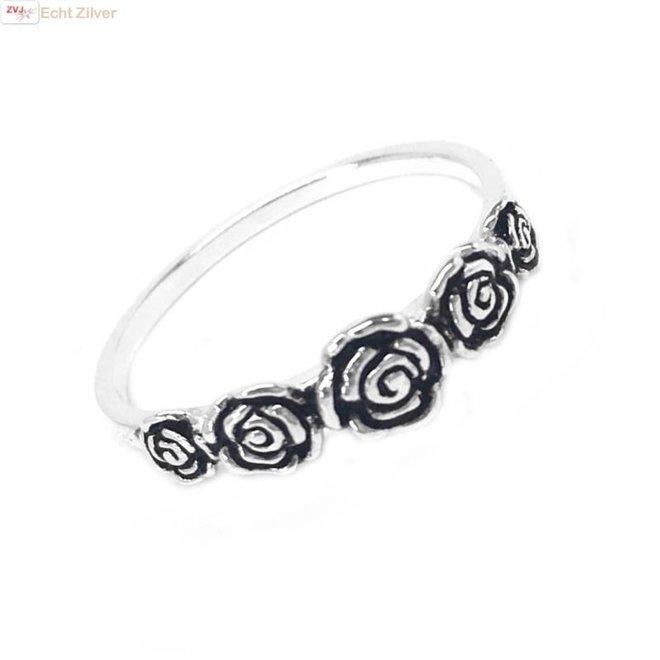 Zilveren ring met 5 roosjes
