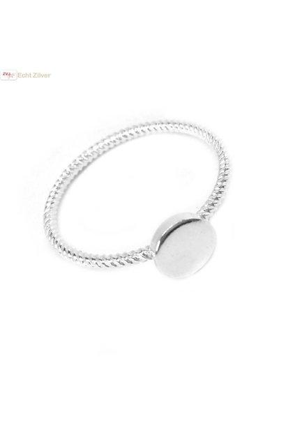 Zilveren sierlijk gedraaid ringetje met cirkel