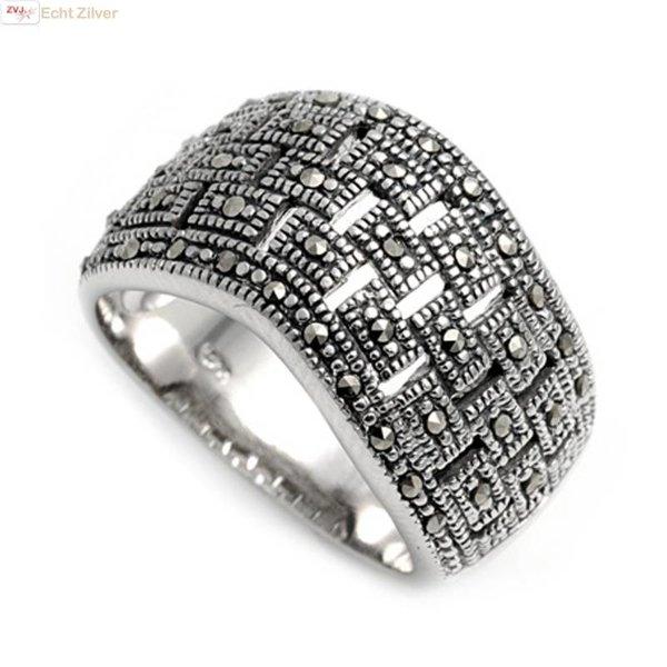 Zilveren golvend strak design marcasiet ring