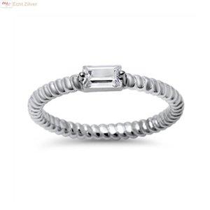 ZilverVoorJou Zilveren smalle gedraaide ring rechthoekige witte cz
