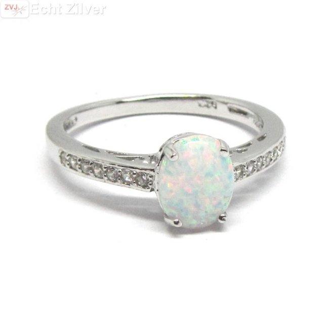 Zilveren Ring ingelegd met witte opaal