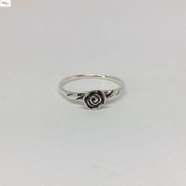 Zilveren ring met een roosje
