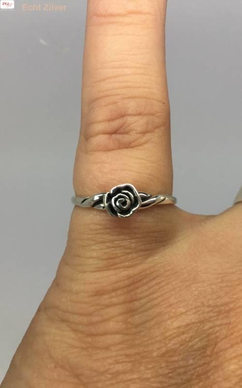 Zilveren ring met een roosje-2