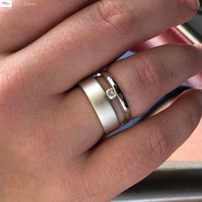 Zilveren brede luxe hoogglans mat ring met witte cz